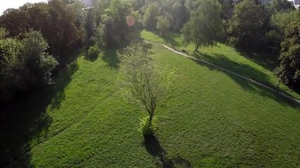 Заснемане с дрон: Полет над парка