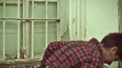 Зарибяващо Албанско! Adrian ft Floriani - Ngjyra e kuqe ( Официално Видео )