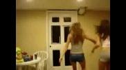 Танцуващи Мацки