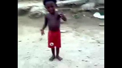 Много Смешен Танц На Момченцето От Cote Divoire..