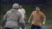 Професионален баскетболен играч преоблечен като дядо-шега!