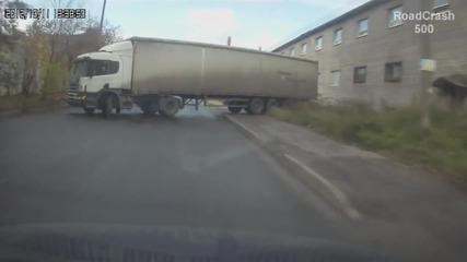 Майсторство, опит или късмет... Компилация инциденти с камиони!