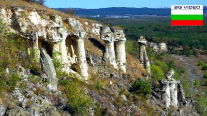 Непознатите Побити камъни- група Канарата