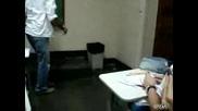 СКАНДАЛНО!Учител потрошава телефон в час!!!