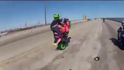 Страхотен stunt в поза 69 !!!!