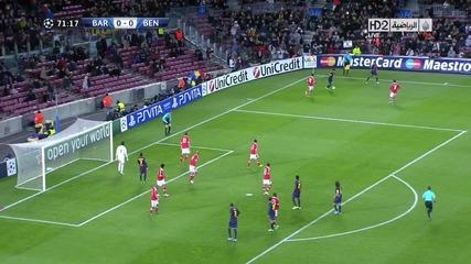 Забележете как 10 човека се опитват да вземат топката !