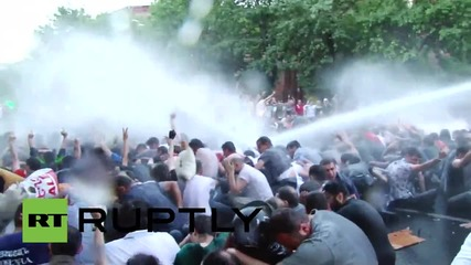 Armenia: Police water cannon DRENCHES demo against electricity price hike