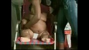 11 - месечно бебе тежи 28 кила