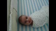 Супер сладко бебе увито като в пъшкул