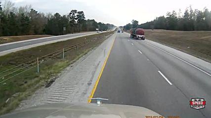 Шофьор на камион отказа да пусне изпреварващ автомобил в лентата си!