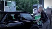 Смях ... Жена зарежда на бензиностанция !!!