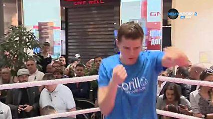 Савана Маршал зарадва феновете на бокса в столичен мол