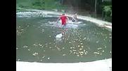 Скок В Езеро С Дрехите