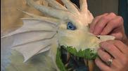 Мъж прави страхотен макет на дракон от вестници !