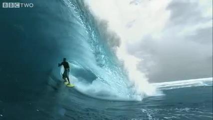 Сърфист в Южен Тихи океан