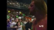 WWE - Оператор Не Гледа Къде Върви И Се Спъва Докато Снима Трите Хикса/Triple H