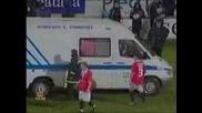 Футболист умира по време на мач