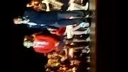 Ученички прегръщат Джъстин на сцената ;д