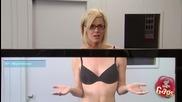 Смях ! Реакции на хора, когато телевизор разкрива прелестите на секси момиче ! Скрита камера !