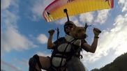 Куче и стопанинът му - скок с парашут