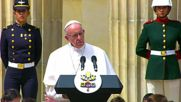 Colombia: Pope Francis addresses crowds with President Santos with message of peace