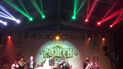 Рожен 2015 - Ивана пее химна на България + празнична заря