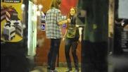 Майли танцува в Coldstone Creamery