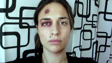 Жена илюстрира домашното насилие със снимка всеки ден