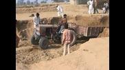 Тези индийци са опани. Напълниха Тракторчето и после. ? (смях)