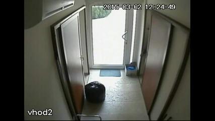 Крадец запис от охранителна камера