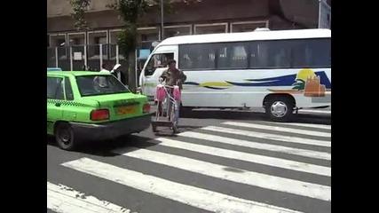 Ето как пресичат улиците хората в Иран!