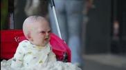 Дяволско Бебе Стресира Ню Йорк В Страховита Скрита Камера