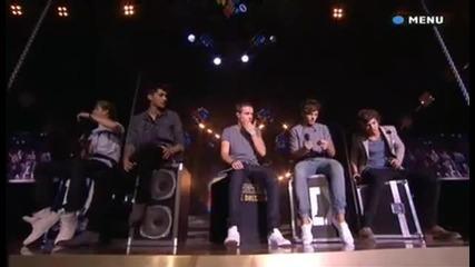 Невероятно Изпълнение!! One Direction - Moments ( teen awards )