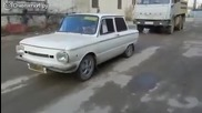 Руснаци дърпат камаз с кола