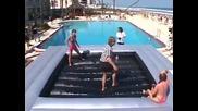 Cекси момичета се бият Окапани с Плажно Масло
