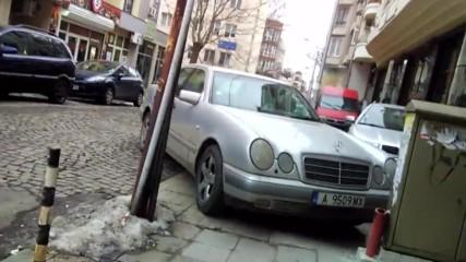 Поредният Наглец Паркирал На Тротоар