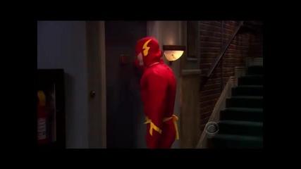 Шелдън удря по вратата като Флаш (смях)