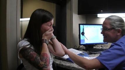 Момиче чува гласа си за първи път с имплант!