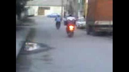 Жаба - Махала - Мотористите