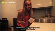 Момиче отмъщава на приятеля си с лютив спрей на тоалетната хартия