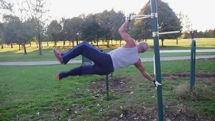 Една история на 64 годишен мъж,който тренира на лостове.