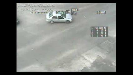 Мотор се удря в кола