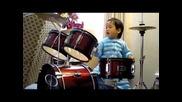 Това дете ще ви изуми!! 2 годишен yникален барабанист!