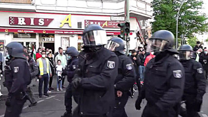 Germany: Police use pepper spray as pro-Palestine protesters hurl projectiles at Berlin demo