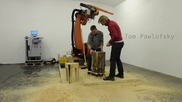 Щуро! Робот трион за минута изрязва столче от дърво!