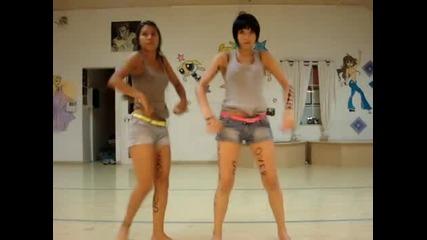 Момичета Танцуват Страхотно на Daft Punk
