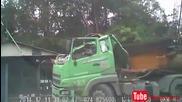 Шофьор на камион оцелява по чудо ,след като катастрофира в постройка !