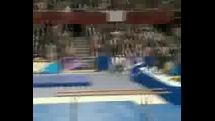 Смъртоносен Инцидент От Beijing - Гимнастик се пребива на място!!!! - видео