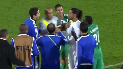 Роналдиньо, разсъблечен от марокански футболисти