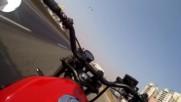 Моторист успява да избегне поражение от спукана гума от ТИР